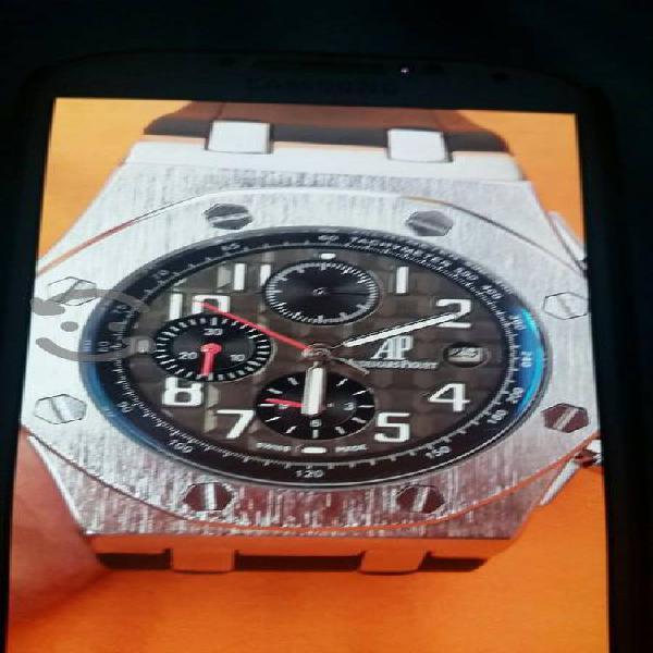 Reloj nuevo de acero y maquinaria automatica