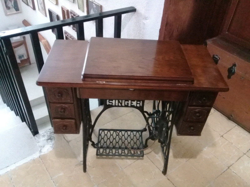 Máquina de coser Singer antigua $ -