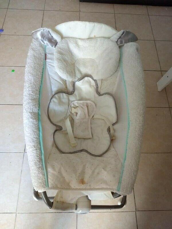 silla mecedora para bebe marca fisher price