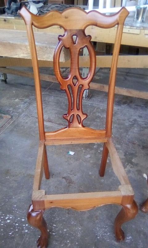 Sillas de madera de cedro