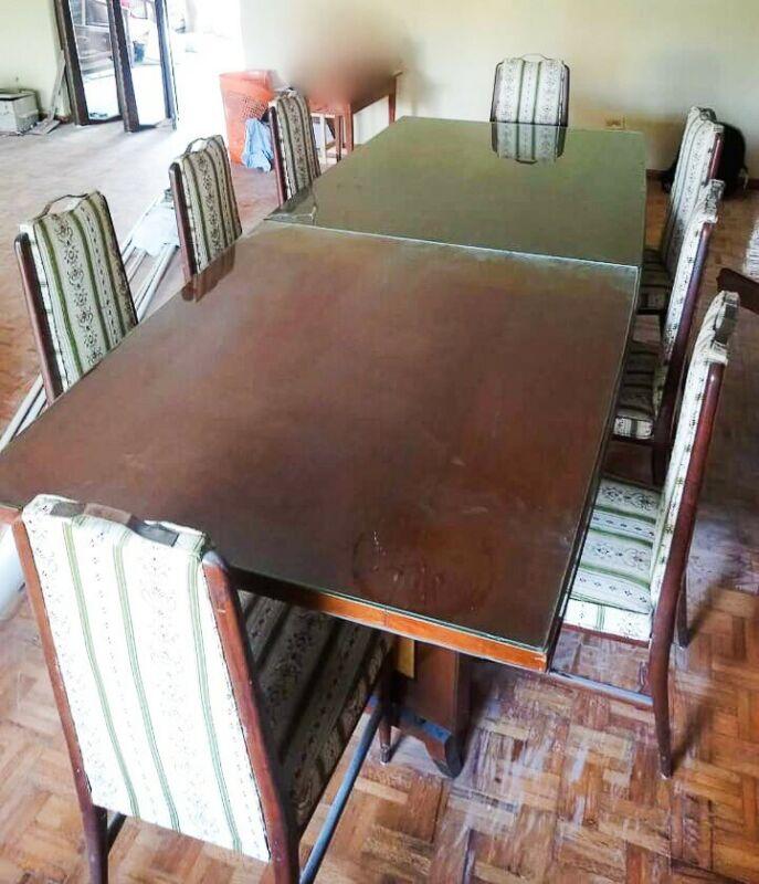 Mesa de comedor con 8 sillas