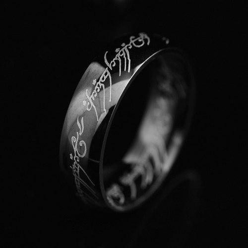 Anillo Señor De Los Anillos Hobbit Replica Negro Con Cadena