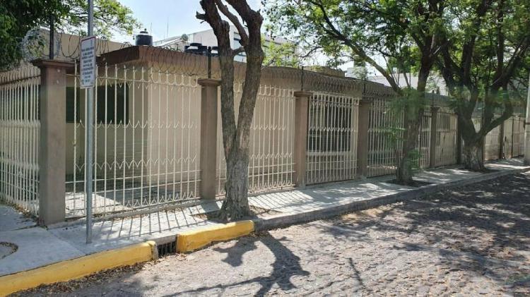 Casa en renta de 1 piso en Álamos a 2 min de Bernardo
