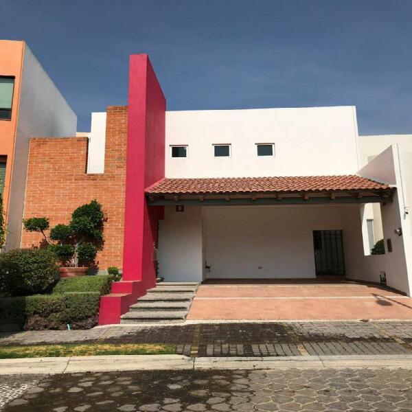 Hermosa casa en renta Cluster 222 Lomas de Angelopolis I