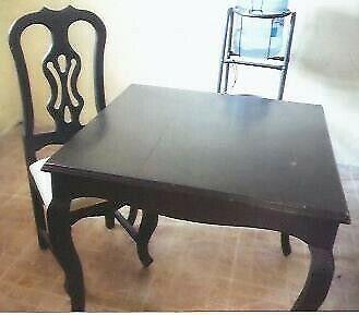 Mesas y sillas de madera (cedro)