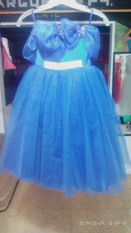 Venta de vestido color azul nuevo en talla 3.