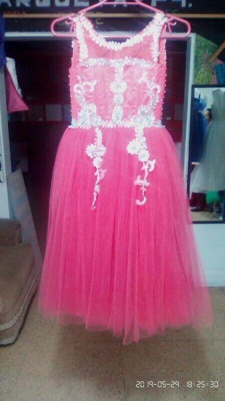 Venta de vestido color melón nuevo en talla 6.