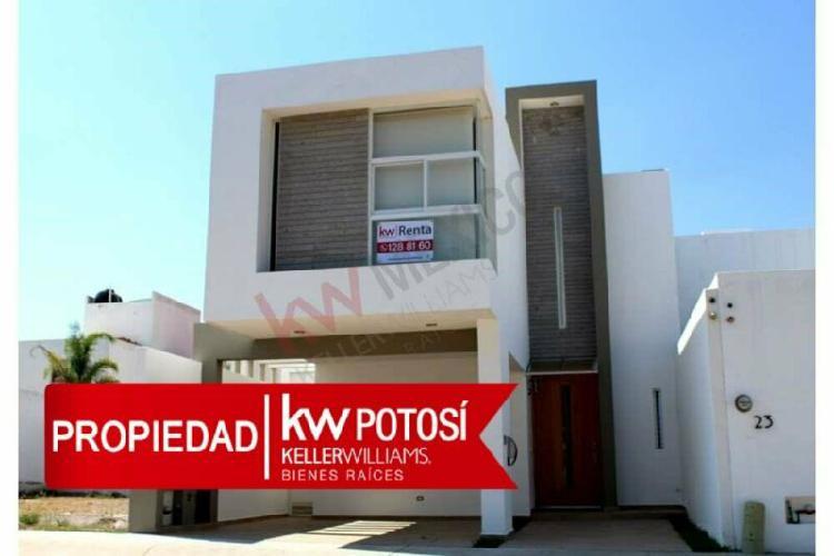 Casa en renta con habitación en planta baja en Horizontes 2