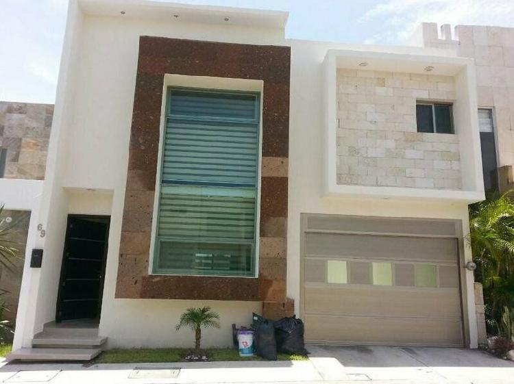 LOMAS RESIDENCIAL, Casa en RENTA de 3 recámaras y jardín /