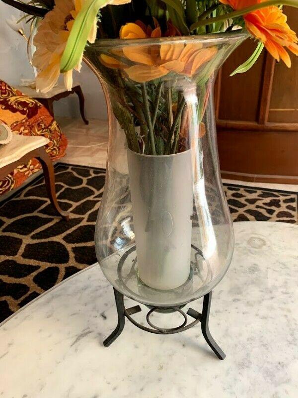 Florero vidrio con base de hierro