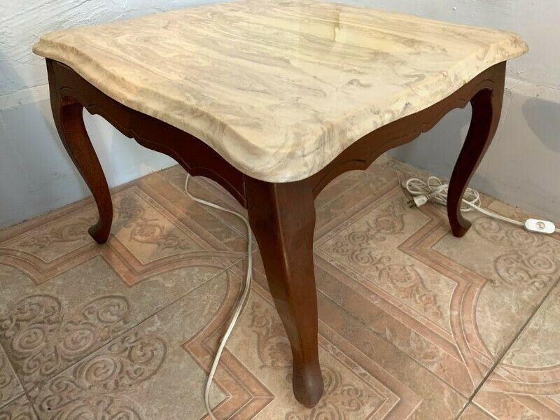 Juego de mesas de madera con cubierta de marmol
