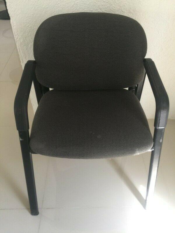 silla para oficina usada, en muy buen estado, estructura