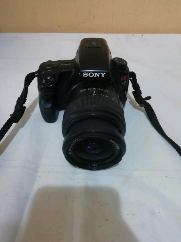 Camara Sony SLT-A37 con lente