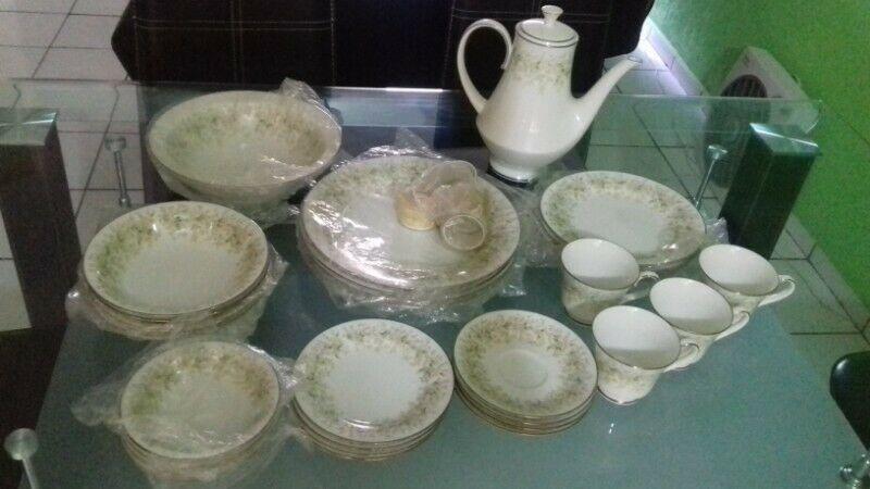 Vajilla Carico, original, nueva, modelo primavera.Porcelana