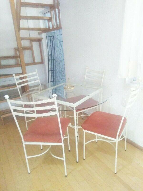 Antecomedor redondo hierro y vidrio con 4 sillas