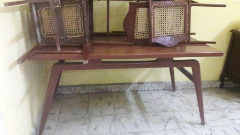 comedor antiguo de madera de cedro