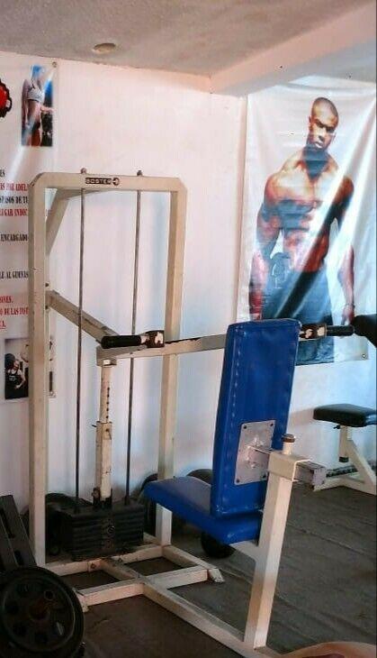 máquina de press de hombro
