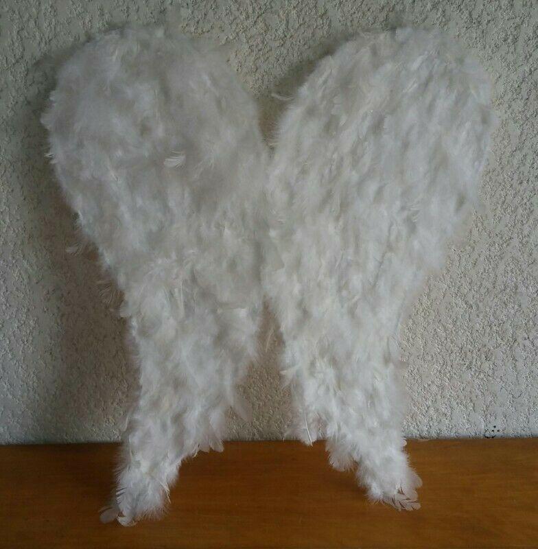 Alas de ángel blancas de  cm con aureola incluye