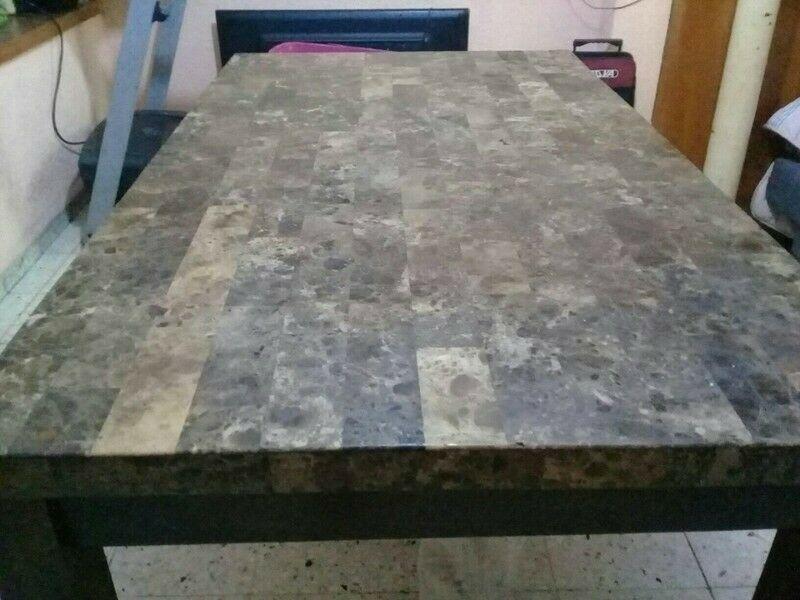 mesa de marmol con madera de pino