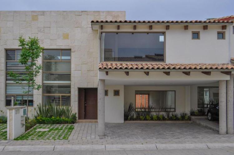 Hermosa Casa En Venta En Fracc. Bosques De Las Fuentes