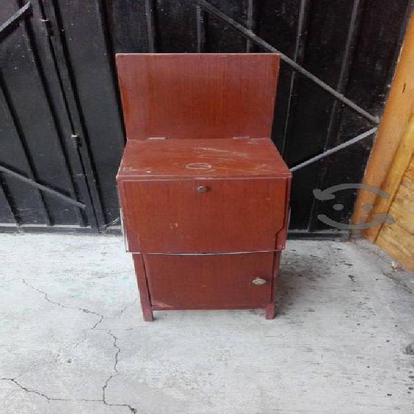 Burro para planchar con mueble de madera uso
