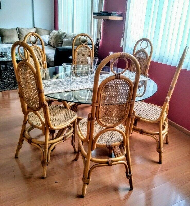 Se vende comedor con 6 sillas y perchero de Rattan Natural