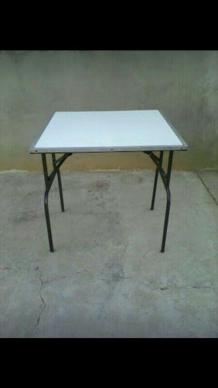 Mesas y sillas en renta