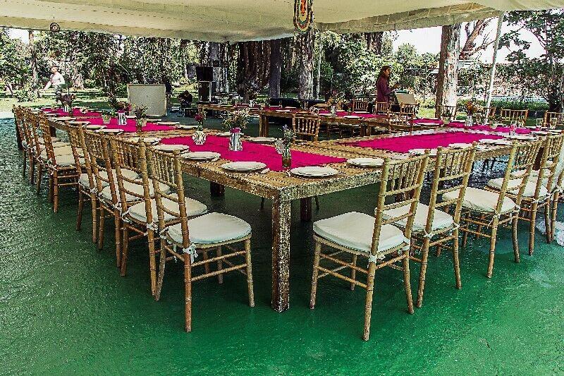 Renta de mesas, sillas, pista, salas, loza para fiestas y