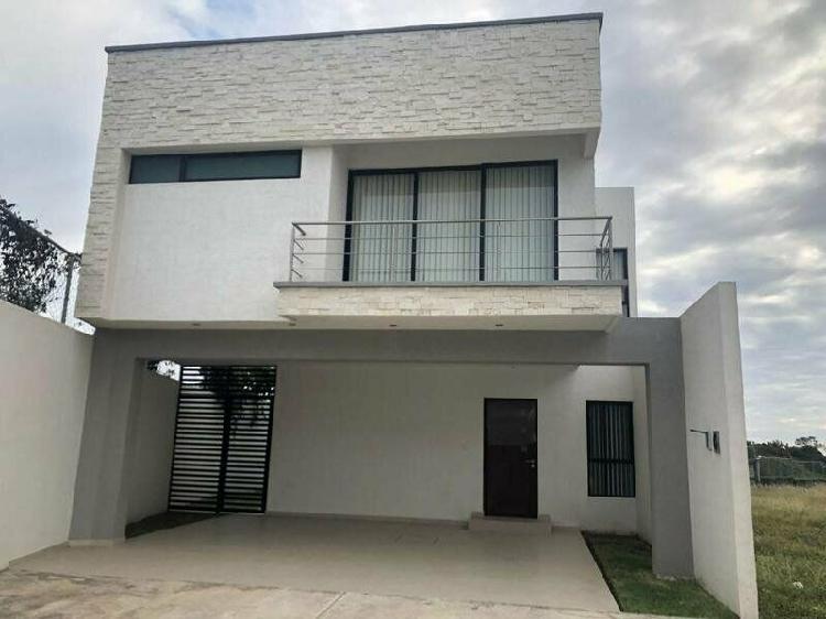 LOMAS DIAMANTE, Casa en VENTA de 3 recámaras y estancia de