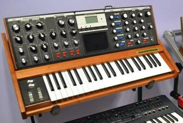 Sintetizador Moog Minimoog Voyager Performer Edition
