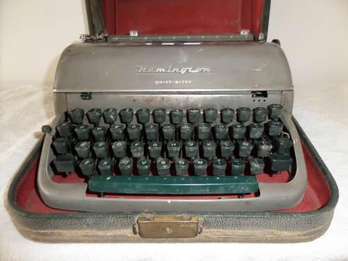 Antigua Maquina De Escribir Portatil Remington Vintage