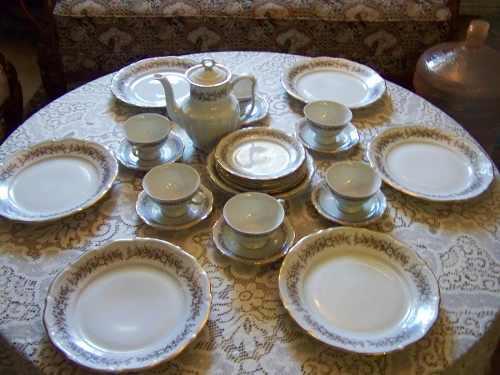 Fina Y Antigua Vajilla De Porcelana Hecha En Polonia