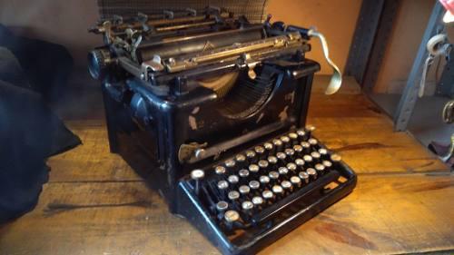 Máquina De Escribir Antigua Remington Siglo 19 Preciosa