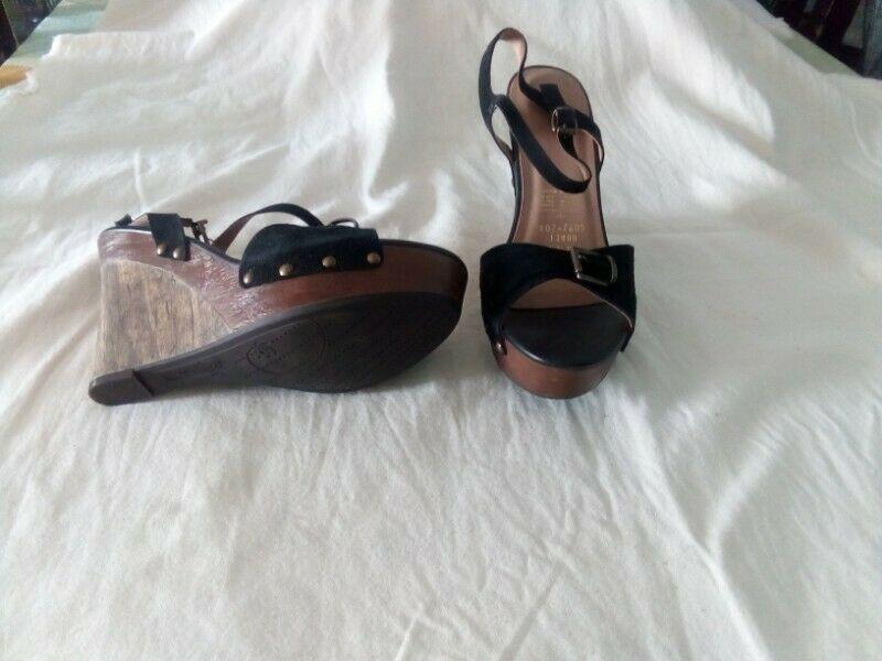zapatos con plataforma color negro numero 6.5