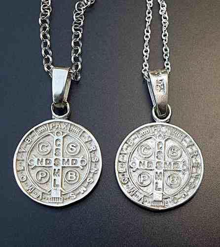 2 Cadenas Y 2 Dijes De Cruz Medalla San Benito En Plata.925