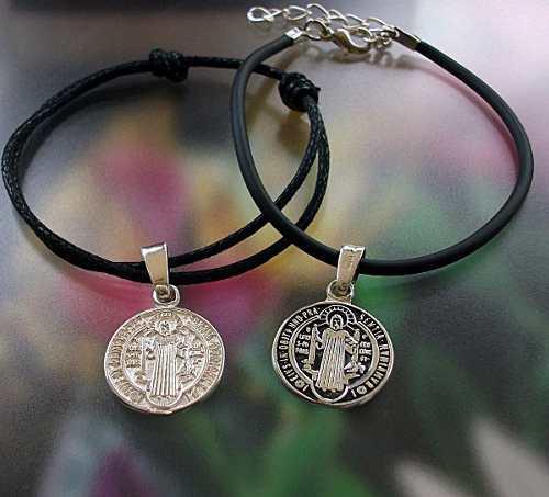 2 Pulseras San Benito Medalla Negra Y Blanca En Plata.925