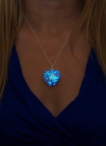 Collar Corazon Luminoso Brilla En Obscuridad+cajita D Regalo