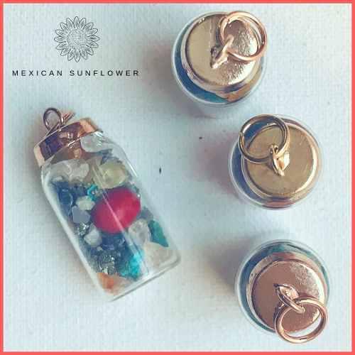 Dije De Frasco Con Cuarzos Y Semilla De Huayruro Amuleto