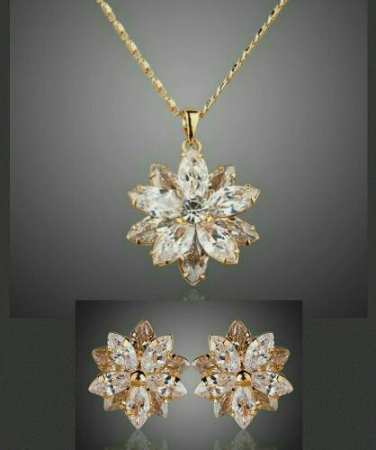 Lujoso Set Flor Cristal Swarovski Elem Collar Y Aretes 24kgp