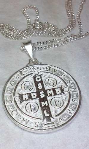 Medalla Grande De San Benito En Plata Pura.925 Mide 3.7 Cms