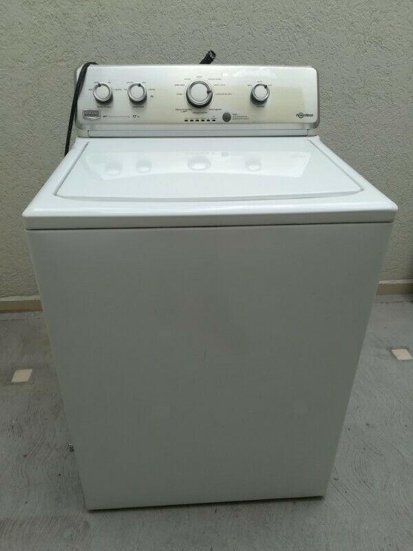 Vendo lavadora MAYTAG de 17 kgs. En muy buen estado.