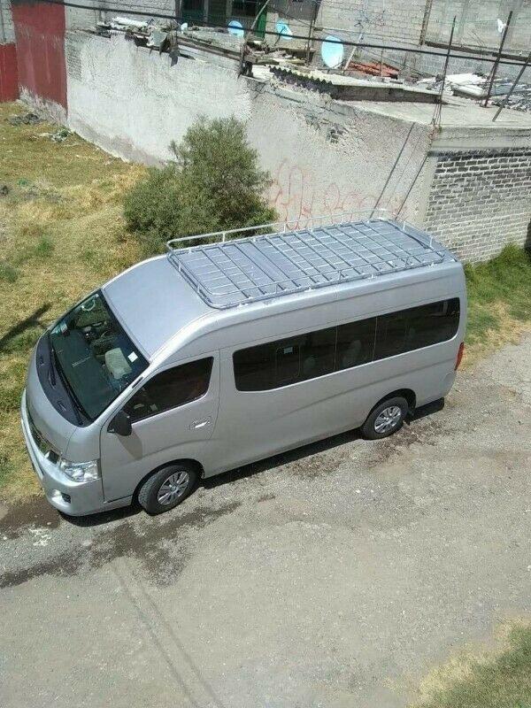 Renta de camioneta con chófer unicamente Urvan 12 pasajeros