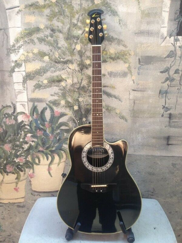 Guitarra Electroacústica Ovation con estuche