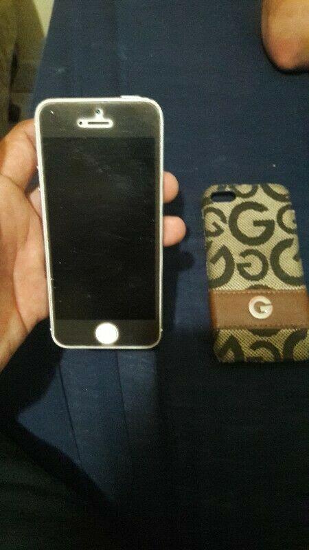 Vendo iphone 5 16 gb con protector de pantalla y caecasa,