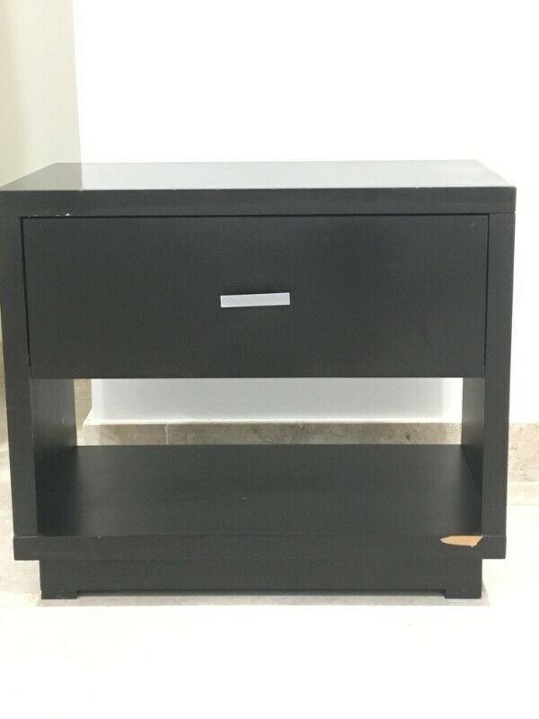 Mesa con 1 gaveta y estante