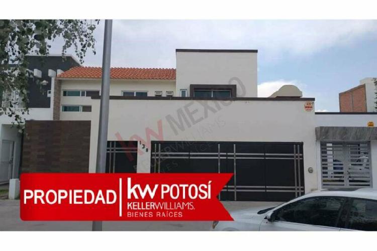 RENTA DE HERMOSA CASA AMUEBLADA EN RESIDENCIAL LOS LAGOS