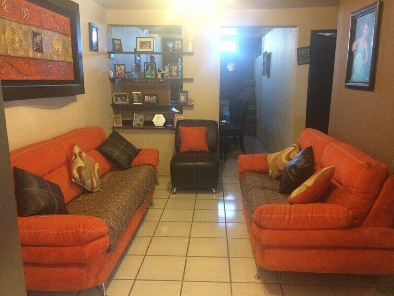 Sala 3,2,1 color naranja y sillón individual chocolate en