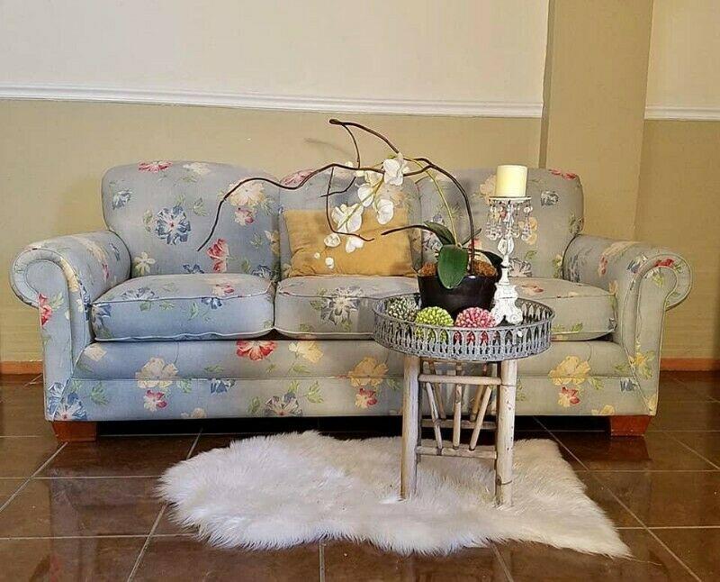 Bellisimo Sofa de Flores de 3 plazas USADO POCOS DETALLES !!