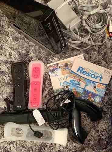 Nitendo Wii Con Dos Controles Con Nunchuks Y Dos Juegos.