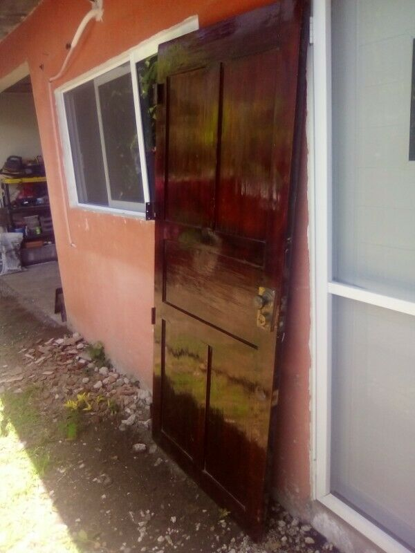 puerta de cedro usada excelente estado remato